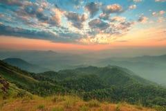 Заход солнца на саммите холма Tulay, провинции Tak, Таиланда Стоковое фото RF
