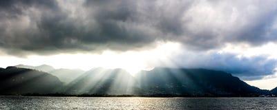 Заход солнца над Сейшельскими островами прописным Викторией, Mahe Стоковое фото RF
