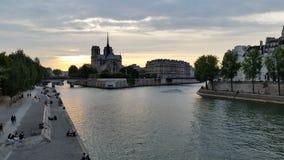 Заход солнца над Сеной, Парижем, Францией Стоковая Фотография