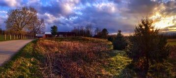 Заход солнца на сельской дороге Стоковая Фотография