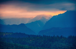 Заход солнца над силуэтом горы Tatras, Словакией стоковая фотография rf