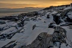 Заход солнца над скалами в зиме Стоковые Фотографии RF