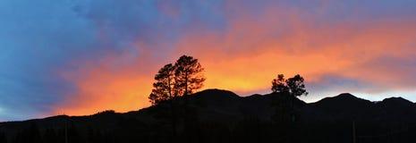 Заход солнца над скалистыми горами Стоковая Фотография
