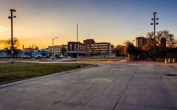 Заход солнца на старом моле городка, в Балтиморе, Мэриленд стоковое изображение
