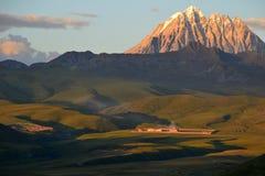 Заход солнца над тибетским плато Стоковое фото RF