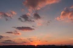 Заход солнца над тихим городком Стоковые Изображения RF