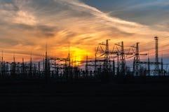 Заход солнца на фоне станции распределения силы Стоковое Изображение RF