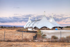 Заход солнца над шатром цирка Стоковые Изображения
