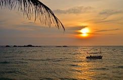 Заход солнца на Шри-Ланке (Цейлон) Стоковые Фотографии RF