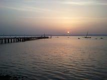 Заход солнца над Alcochete, увиденным от Рекы Tagus Стоковое фото RF