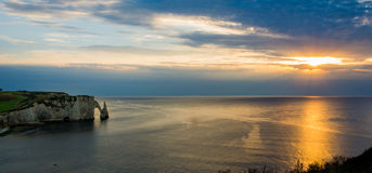 Заход солнца на Etretat Стоковая Фотография