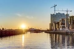 Заход солнца на Hafencity в Гамбурге Стоковые Изображения