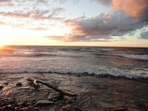 Заход солнца на Lake Ontario в Oswego, NY Стоковые Фотографии RF