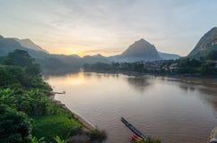 Заход солнца на Nong Khiaw, Лаосе Стоковые Фото