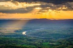 Заход солнца над Shenandoah Valley, от привода горизонта, в Shenan Стоковые Изображения RF