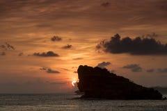 Заход солнца на Watu Karung, Ява, Индонезии Стоковые Фотографии RF