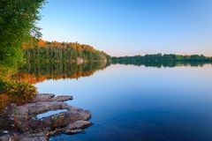 Заход солнца неба красивый на воде Стоковое фото RF