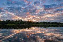 Заход солнца неба красивый на воде Стоковые Изображения RF