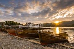 Заход солнца озера весельная лодка Стоковая Фотография