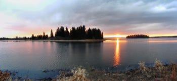 Заход солнца озера Astotin, национальный парк острова лося Стоковое фото RF