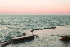 Заход солнца океаном Стоковые Изображения