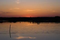 Заход солнца около маяка Currituck в наружных банках Северной Каролине Стоковое Изображение RF