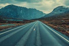 заход солнца дороги высокой светлой перспективы контраста красный Стоковое Фото