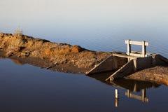 Заход солнца отражая в соли Bacuta Стоковые Фотографии RF