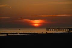 Заход солнца от пляжа Брайтона, Нью-Йорка стоковые фотографии rf