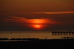 Заход солнца от пляжа Брайтона, Нью-Йорка стоковые фото
