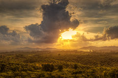 Заход солнца от холма Стоковые Изображения