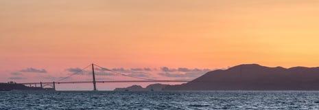 Заход солнца панорамы холмов моста и Marin золотого строба Стоковые Изображения