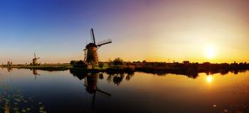 Заход солнца панорамы Kinderdijk Стоковая Фотография