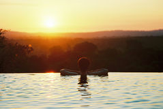 Заход солнца пейзажного бассейна Стоковые Фото