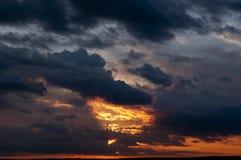Заход солнца перед штормом Стоковая Фотография RF