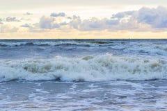 Заход солнца прибалтийский красивейший заход солнца моря штиля Заход солнца моря золота Заход солнца моря изображения Стоковое Изображение