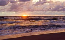 Заход солнца прибалтийский красивейший заход солнца моря штиля Стоковые Изображения
