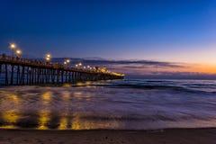 Заход солнца пристани берега океана Стоковые Изображения