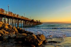 Заход солнца пристани берега океана Стоковое Изображение
