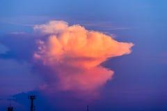 заход солнца при лучи света светя вниз с облаков и неба пропуска Стоковое Фото