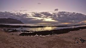 Заход солнца промежутка времени пляжа сток-видео