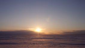 заход солнца промежутка времени 4K красивый на ледовитой зиме Аляски акции видеоматериалы