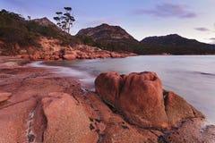Заход солнца пляжа камня Freycinte Стоковые Изображения RF