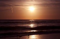 заход солнца пляжа красивейший Стоковая Фотография