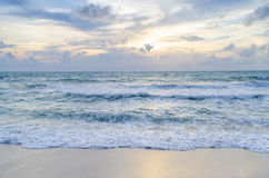 заход солнца пляжа красивейший Стоковые Изображения