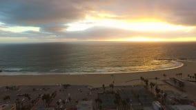 Заход солнца пляжа Лос-Анджелеса воздушный Венеции сток-видео
