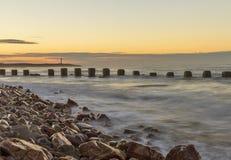 Заход солнца пляжа Lossiemouth западный. Стоковые Изображения RF