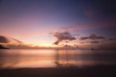 Заход солнца пляжа, Mahe, Сейшельские островы Стоковая Фотография RF