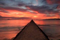 Заход солнца пляжа Waikiki, Оаху, Гаваи Стоковое фото RF