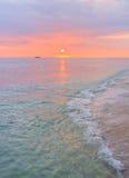 Заход солнца пляжа Waikki, Гонолулу, Оаху Гавайи Стоковые Изображения